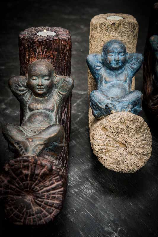 Relaxing Buddha candle holder details bronze